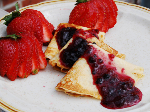 Blueberries-and-crepes